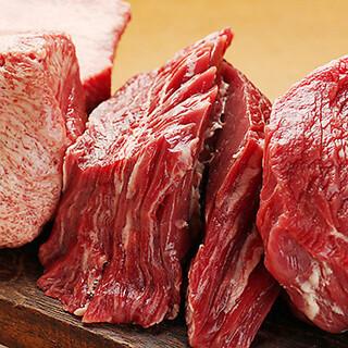インパクト大!分厚いお肉を贅沢に楽しむ「伝説盛り」