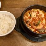 アリラン - 海鮮豆腐チゲ鍋定食