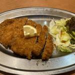 153859775 - トンカツ定食のトンカツ。
