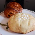 15386553 - キャラメルチョコチップめろんパン