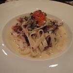イタリア料理 ペロー - エビとトレヴィスのクリームソースタリアテッレ