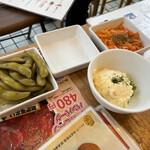肉バル ビーフキッチンスタンド - 枝豆のピクルス、人参マリネ、ポテサラ