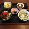 さくら食堂 - 料理写真:焼き鳥丼定食490円 鶏肉ジュウシー焼き鳥丼と沖縄そば、サラダにぜんざいが付いてこの値段
