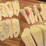 カリーナ - ツナタマ ¥280- タマゴ ¥210- ハム野菜 ¥260- スペシャル(ポテト、ハム、タマゴ) ¥280-