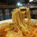 太陽のトマト麺 - 麺は細麺です。