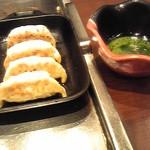 Fuchuupasutakan - 鉄板餃子