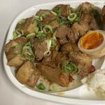 ビック鯛はのぼる - 角煮には根菜も混じってましたが殆どお肉。