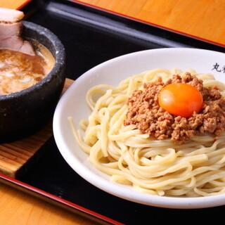 豚骨や野菜などを贅沢に使用したスープ◎濃厚なつけ麺を堪能
