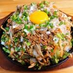 やきそば頂 - 料理写真:令和3年7月 卵黄入りやきそば大 990円 しょうゆ味、野菜増し、アブラ普通、ニンニク抜き、味付け濃いめ