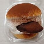 ブーランジェリー ショー - ヘーゼルナッツチョコとバナナのマリトッツォ464円