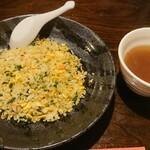 中華料理 忠実堂 - 料理写真:生のりと蟹肉の炒飯とスープ