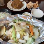 中国家庭料理 香福園 - 料理写真:海鮮と野菜あんかけそば+半チャーハン+唐揚げ