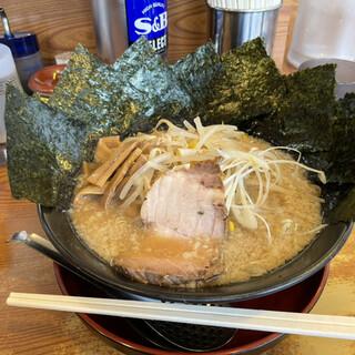 川出拉麺店 - 料理写真:で〜かわ海苔ラーメン 990円