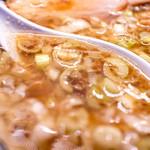 東京豚骨拉麺ばんから - スープのアップ。ものすごい油です。