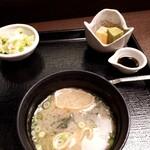 浜田屋 - 味噌汁、漬物、小菓子