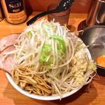15402321 - 黒ドクロ(小・ニンニク・野菜¥800)生卵はデフォで付いてきます。93点!10/17/2012