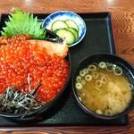 154029152 - 鮭いくら丼