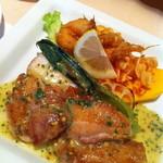 ポンムドテール - 鶏肉と横越野菜のソテー マスタードソース 海老のフリッター
