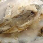 炭焼き定食や 台所や - 殻つき生牡蠣(2)