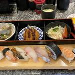 回転寿司 鮮 - 料理写真: