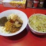 ジャンクガレッジ - 秋の月見カレーまぜそば(ニンニク以外全マシ)、別皿野菜(2012/10/15)