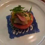 だいどころ屋 - トマトのサラダ 中身は秋刀魚の燻製・マンゴーなど