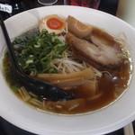 15406325 - あっさり鶏しょう油です。真ん中のモヤシが昭和チックですね。