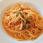 アルゾーニ・イタリア - 海老とキノコのトマトクリームソース