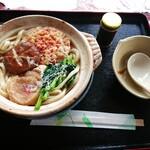 カフェ ハル - 料理写真:鍋焼うどん(¥600)。 比較的安価だからこそ安心感のあるお味。