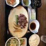 ステーキ厨房 紅花 - 料理写真:ヒレタタキ定食