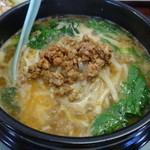 中華料理 萬福 - 沸騰するフルサイズの坦々麺