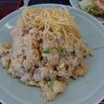 中華料理 萬福 - 予想以上に大盛りだったガーリック炒飯