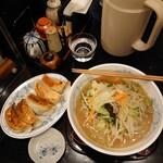 永楽 - タンメンと餃子五個
