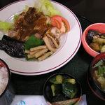 花園 - 料理写真:ランチ 鶏ステーキカレーソース掛定食