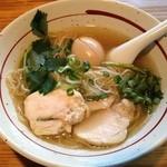 麺屋 がらーじ - 鶏塩ラーメン味玉