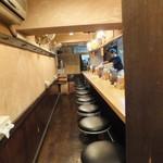 麺場 七人の侍 - 入り口からの店内