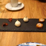 Il Lato - お茶菓子  ラベンダーのクッキー、メレンゲのクッキー、オランジェ