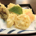 麺ごころ にし平 - 2012年8月:天ぷらうどん(温)のとり天