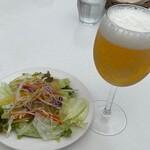 154134128 - サラダとランチビール