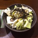 三酉屋 - 料理写真:お通しの塩昆布キャベツ330円