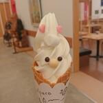 CURRY&CAFE TonTon - 料理写真:えこりん村アルパカソフトクリーム 350円
