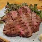 北海道さかな一途 直営魚問屋 - 東京人形町「けやき」炙り牛タン 1188円