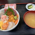 長谷川食堂 - びっくり海鮮丼