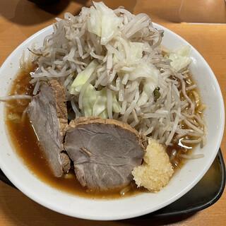 自家製熟成麺 吉岡 - 料理写真:野菜マシ、ニンニクマシ