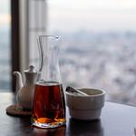 ジョーズ シャンハイ ニューヨーク - 2021.7 紹興酒 カラフェ(180ml 2,100円)ピント合わせ紹興酒
