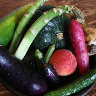 全国から産直で、有機自然農法野菜が集まる和食店