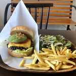カリフォルニア スタイルキッチン - 料理写真:カリフォルニアハンバーガー