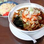 横浜飯店 - 料理写真:キムチラーメンと半チャーハンのセット1,100円