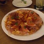 カルペディエム - イチジクと生ハムのピザ美味しかったです。