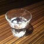 麺屋 利休 - 問題の水コップ